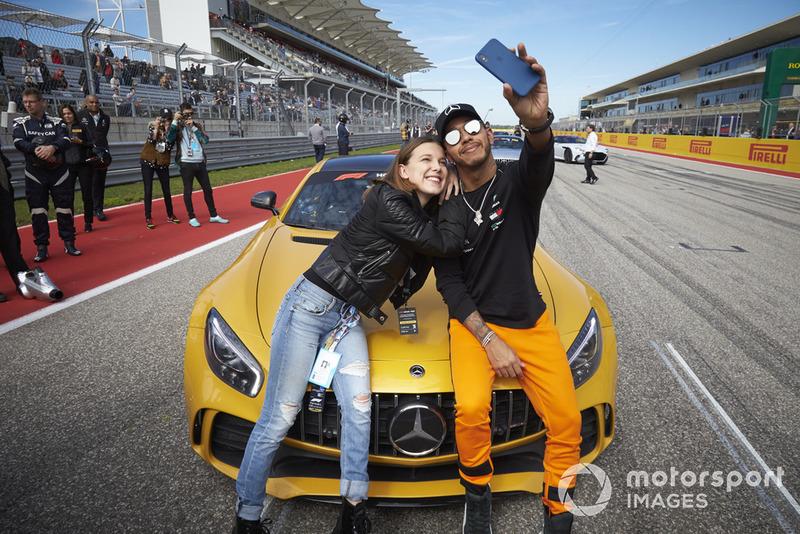 Льюіс Хемілтон, Mercedes AMG F1, акторка та модель Міллі Боббі Браун
