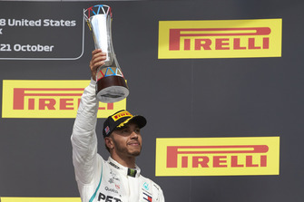 Lewis Hamilton, Mercedes AMG F1, 3rd position, lifts his trophy