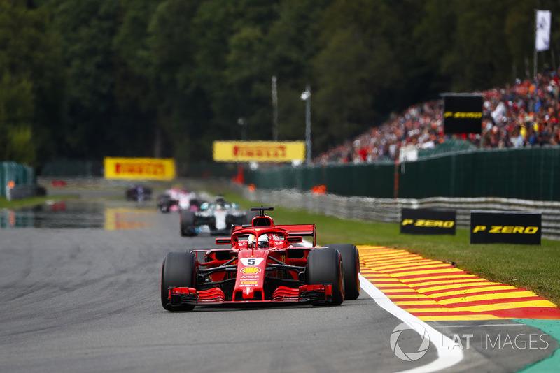 Sebastian Vettel, Ferrari SF71H ve Lewis Hamilton, Mercedes AMG F1 W09