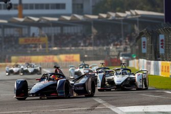 Robin Frijns, Envision Virgin Racing, Audi e-tron FE05 Jose Maria Lopez, Dragon Racing, Penske EV-3, both in attack mode