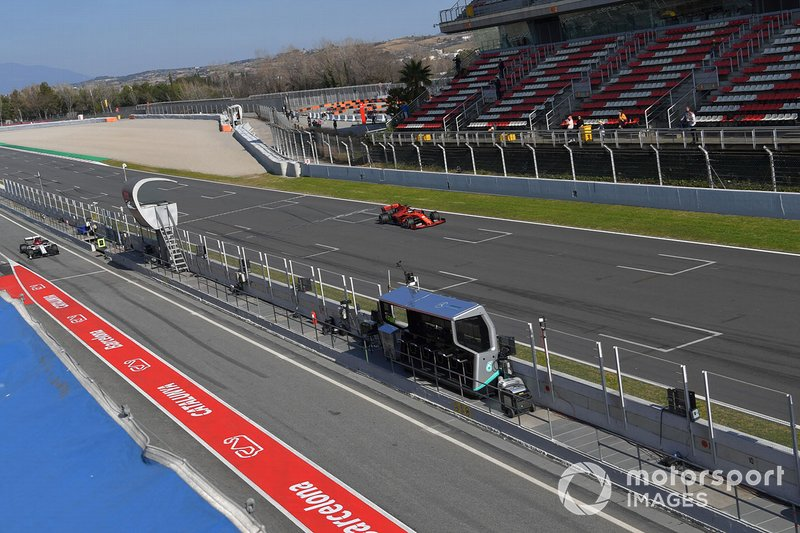 Sebastian Vettel, Ferrari SF90 y Kimi Raikkonen, Alfa Romeo Racing C38