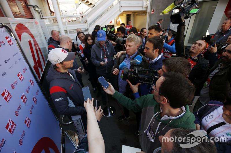 A media scrum surrounds Romain Grosjean, Haas F1 Team