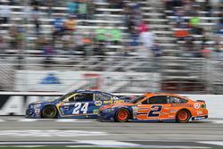 Chase Elliott, Hendrick Motorsports, Chevrolet; Brad Keselowski, Team Penske, Ford
