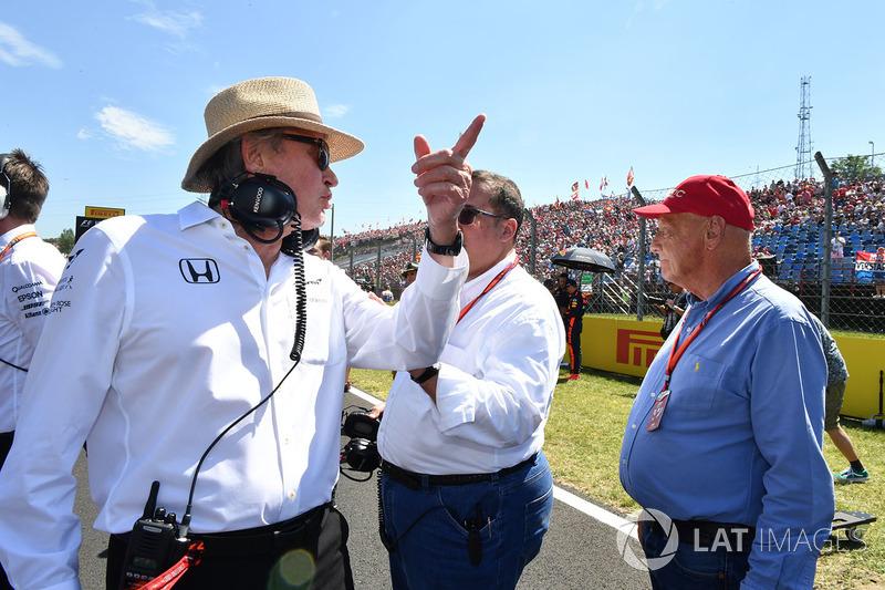 Niki Lauda, Presidente no ejecutivo de Mercedes AMG F1 W08, Jeque Mohammed bin Essa Al Khalifa, Director Ejecutivo de la Junta de desarrollo económico de Bahrein y accionista de McLaren y Mansour Ojjeh, TAG
