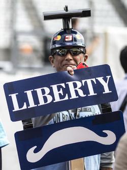 Уболівальники Red Bull Racing та Liberty Media