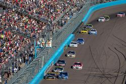 Denny Hamlin, Joe Gibbs Racing Toyota, Alex Bowman, Hendrick Motorsports Chevrolet