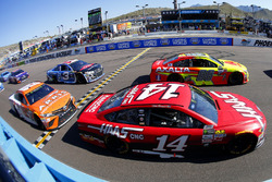 Dale Earnhardt Jr., Hendrick Motorsports Chevrolet and Clint Bowyer, Stewart-Haas Racing Ford