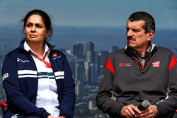 Monisha Kaltenborn, Sauber Team Principal with Guenther Steiner, Haas F1 Team Prinicipal