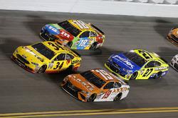 Daniel Suárez, Joe Gibbs Racing Toyota Kyle Busch, Joe Gibbs Racing Toyota Landon Cassill, Front Row Motorsports Ford