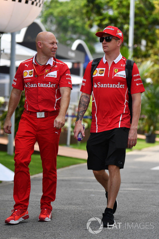 Kimi Raikkonen, Ferrari, his trainer Mark Arnal