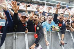 Fans meet Alonso