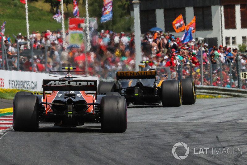 Фернандо Алонсо, McLaren MCL32, Джоліон Палмер, Renault Sport F1 Team RS17