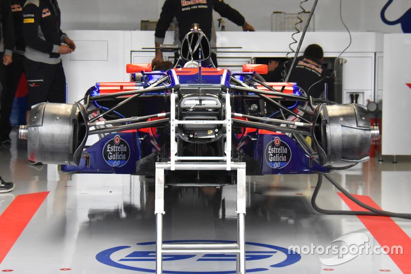 Scuderia Toro Rosso STR12 ön bölüm