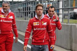 Sebastian Vettel, Ferrari; Maurizio Arrivabene, Ferrari-Teamchef; Riccardo Adami, Ferrari-Renningenieur