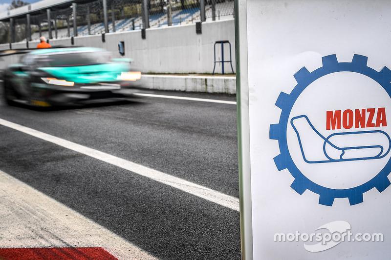 Logo dell'autodromo di Monza in pit lane