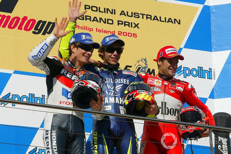 Podio: 1º Valentino Rossi, 2º Nicky Hayden, 3º Carlos Checa