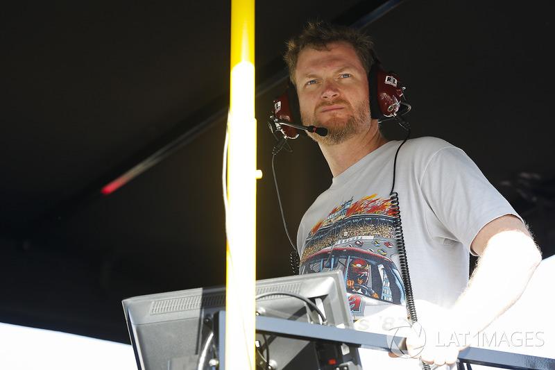 Dale Earnhardt Jr on the Alex Bowman, Hendrick Motorsports Chevrolet Camaro pit box