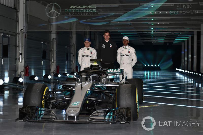 Valtteri Bottas, Mercedes AMG F1, Lewis Hamilton, Mercedes AMG F1, Toto Wolff, directeur exécutif Mercedes AMG F1