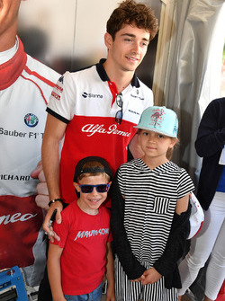 Charles Leclerc, Sauber and young fans at the Monaco GP Challenge