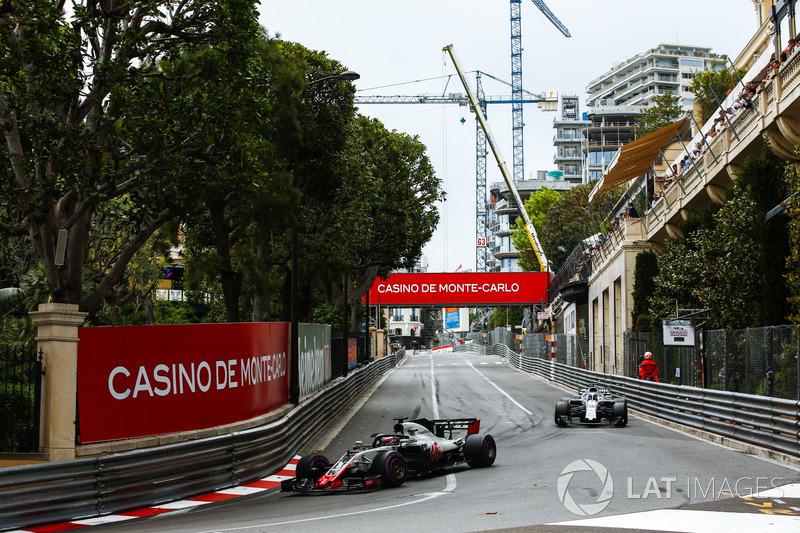 Romain Grosjean, Haas F1 Team VF-18, lidera a Lance Stroll, Williams FW41