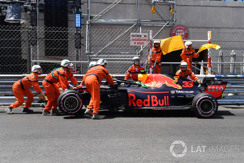 Max Verstappen, Red Bull Racing RB14, después del choque