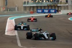 Valtteri Bottas, Mercedes AMG F1 W08, Lewis Hamilton, Mercedes AMG F1 W08, Sebastian Vettel, Ferrari SF70H