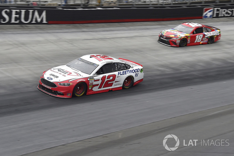 Ryan Blaney, Team Penske, Ford Fusion REV, Kyle Busch, Joe Gibbs Racing, Toyota Camry Skittles