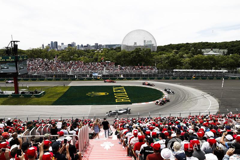 Valtteri Bottas, Mercedes AMG F1 W09, leads Max Verstappen, Red Bull Racing RB14, Lewis Hamilton, Mercedes AMG F1 W09, and Daniel Ricciardo, Red Bull Racing RB14