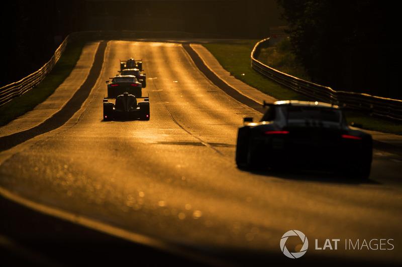 El sol se convierte en protagonista de las fotos de la carrera