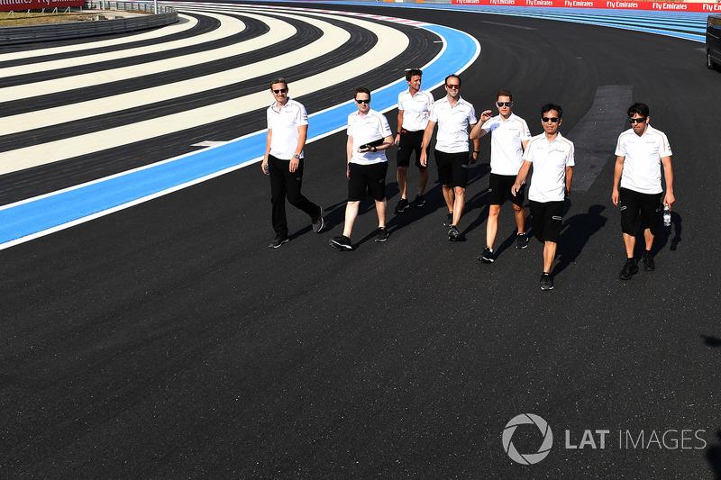 Stoffel Vandoorne, McLaren mengitari trek