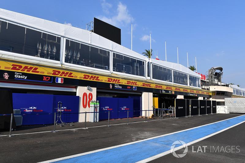 Scuderia Toro Rosso garaje