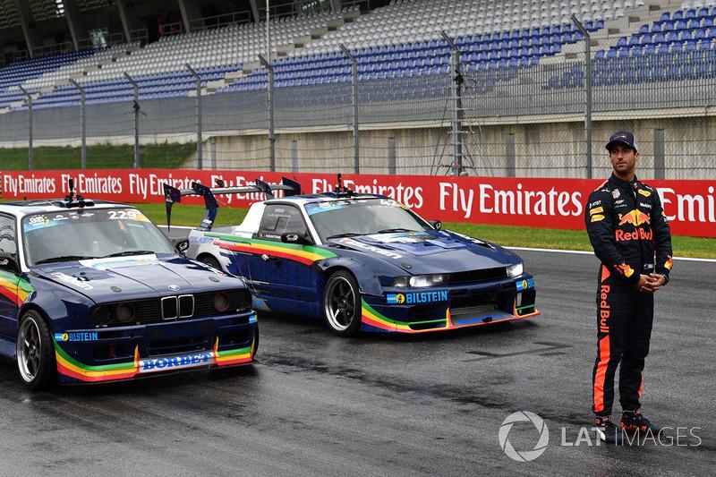 Daniel Ricciardo, Red Bull Racing y coches para derrapaje