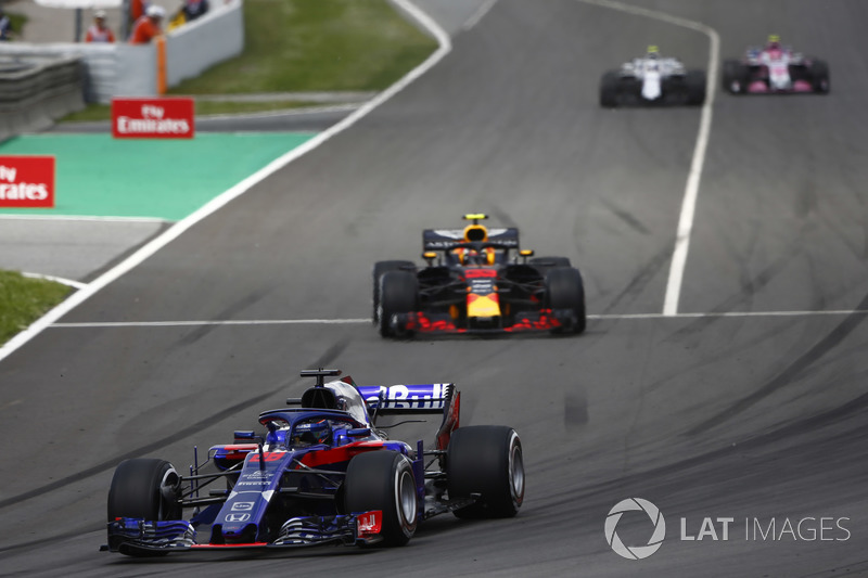 Brendon Hartley, Toro Rosso STR13, Max Verstappen, Red Bull Racing RB14