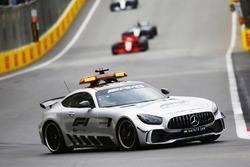 Автомобиль безопасности, Себастьян Феттель, Ferrari SF71H, и Льюис Хэмилтон, Mercedes AMG F1 W09