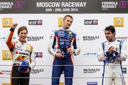 Podium: race winner Sergey Sirotkin, Fortec, second place Zoel Amberg, AVF, third place Pietro Fantin, International Draco Racing