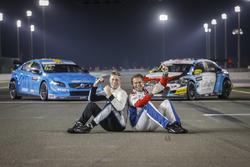 Тед Бьорк, Polestar Cyan Racing, Volvo S60 Polestar TC1, и Том Чилтон, Sébastien Loeb Racing, Citroë