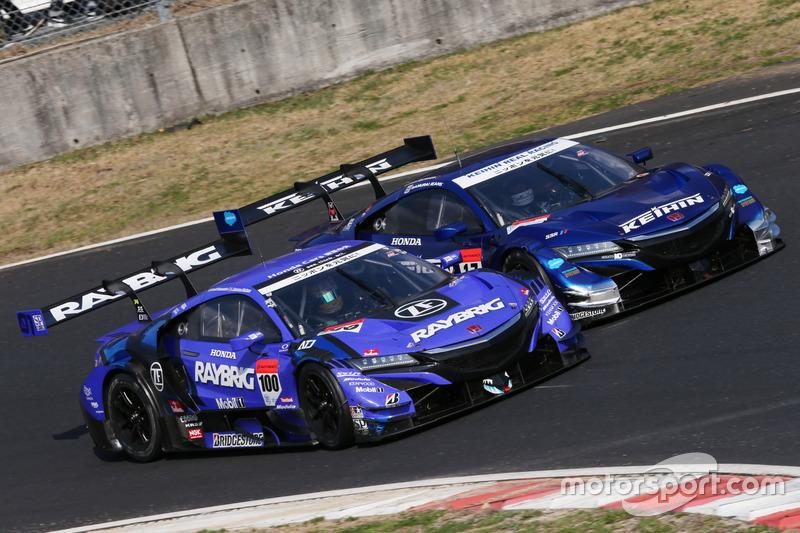 #100 Team Kunimitsu Honda NSX Concept GT: Naoki Yamamoto, Jenson Button, #17 Real Racing Honda NSX-GT: Koudai Tsukakoshi, Takashi Kogure
