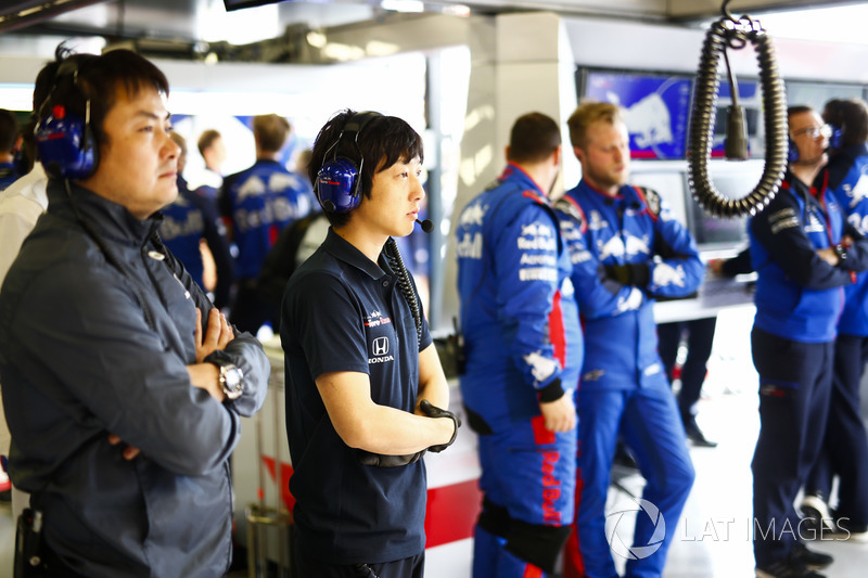Honda Engineers in the Toro Rosso garage