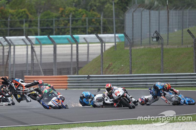 Philipp Öttl, Schedl GP Racing, Jorge Martin, Aspar Team Mahindra Moto3, Aron Canet, Estrella Galicia 0,0 crash