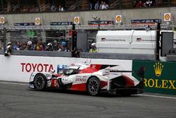 #5 Toyota Racing Toyota TS050 Hybrid: Anthony Davidson, Sébastien Buemi, Kazuki Nakajima se para en
