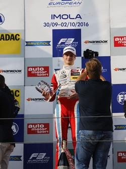 Rookie-Podium: Sieger Ralf Aron, Prema Powerteam, Dallara F312, Mercedes-Benz
