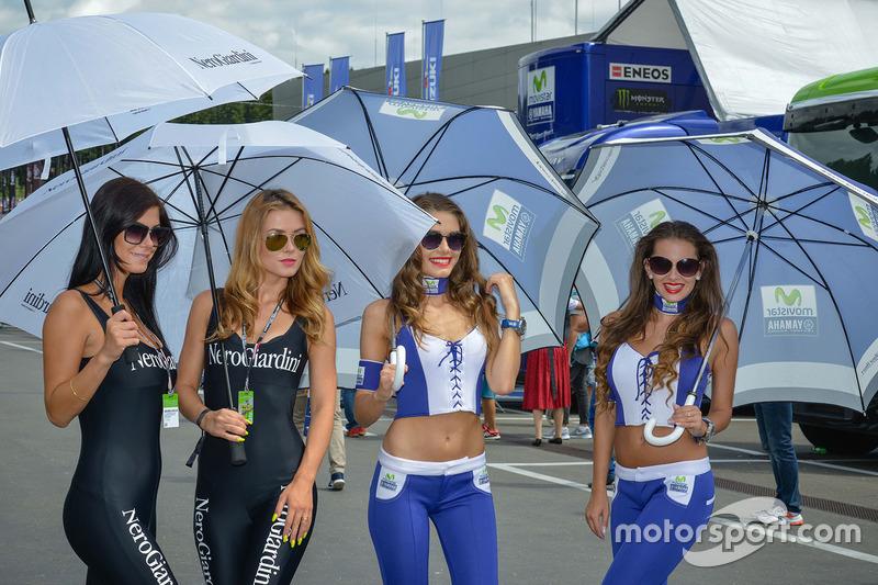 Girls im Fahrerlager