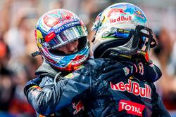 Второе место - Даниэль Риккардо, Red Bull Racing и третье место - Макс Ферстаппен, Red Bull Racing в