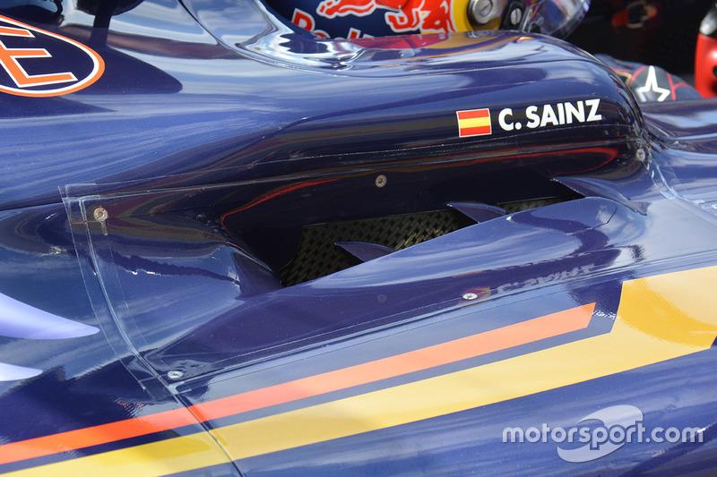 Carlos Sainz Jr., Scuderia Toro Rosso STR11: Cockpit-Detail
