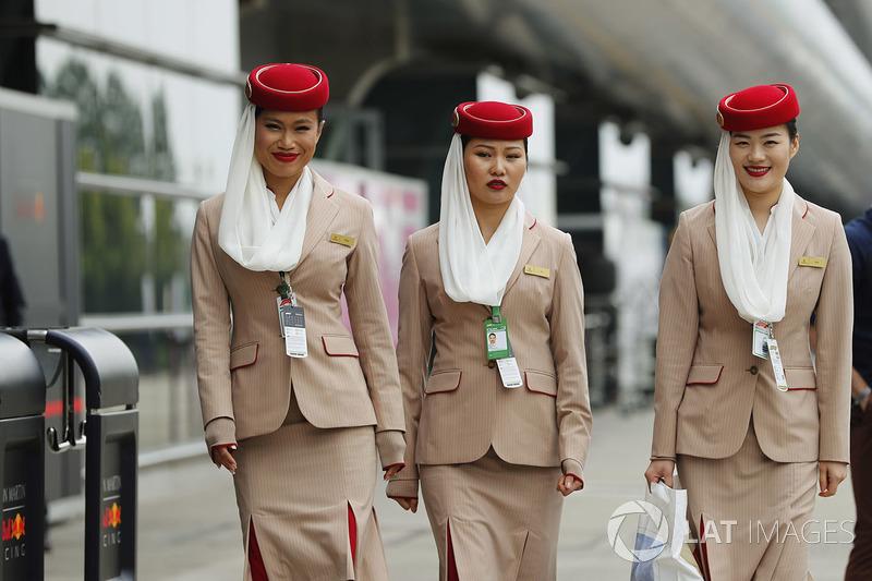 Стюардеси Emirates