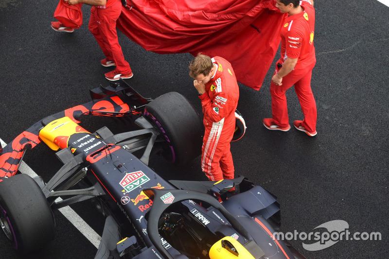 Sebastian Vettel, Ferrari mira el Red Bull Racing RB14
