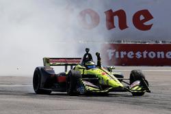 Il vincitore della gara Sébastien Bourdais, Dale Coyne Racing con Vasser-Sullivan Honda