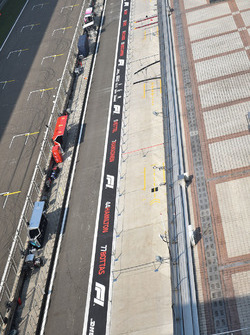 Pit lane overview