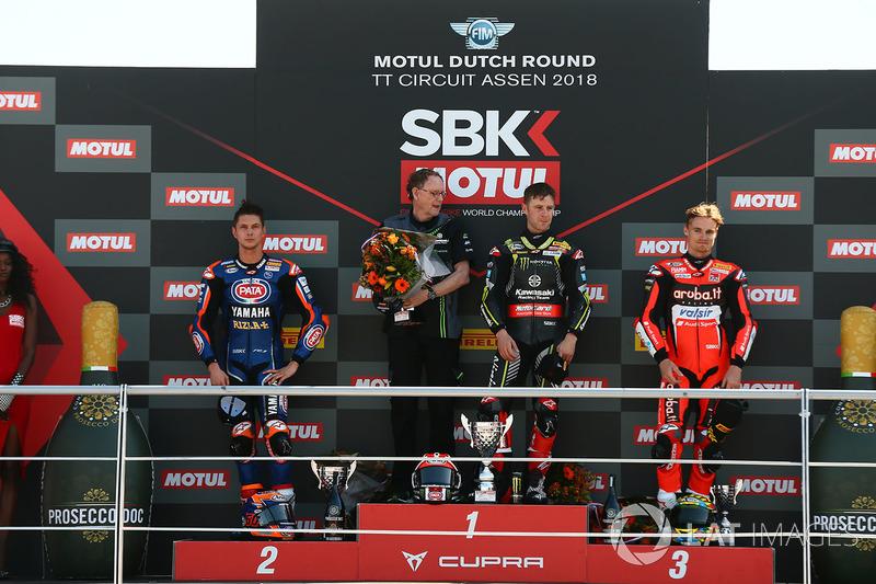 Sur le podium : le vainqueur Jonathan Rea, Kawasaki Racing, le deuxième, Michael van der Mark, Pata Yamaha, le troisième, Chaz Davies, Aruba.it Racing-Ducati SBK Team