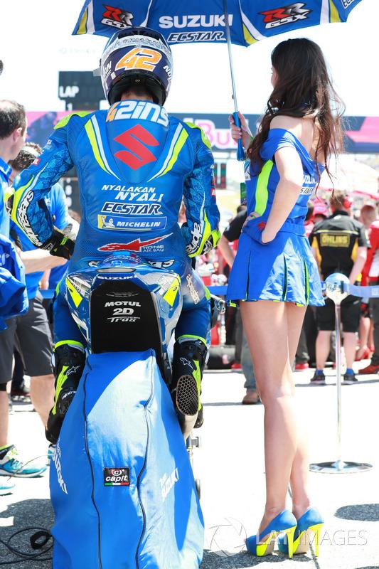 Alex Rins, Team Suzuki MotoGP, et une grid girl